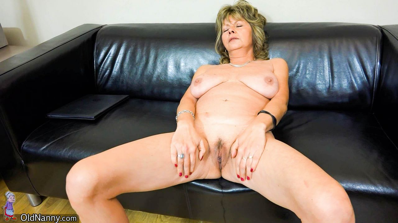 Mature Jolana masturbating rigid
